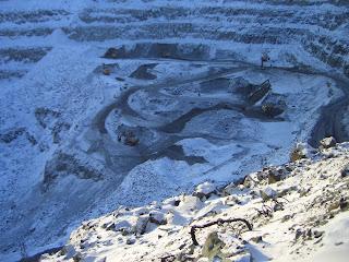 Добыча горной породы открытым способом в Норильске