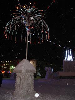 Новогодняя скульптура в Норильске