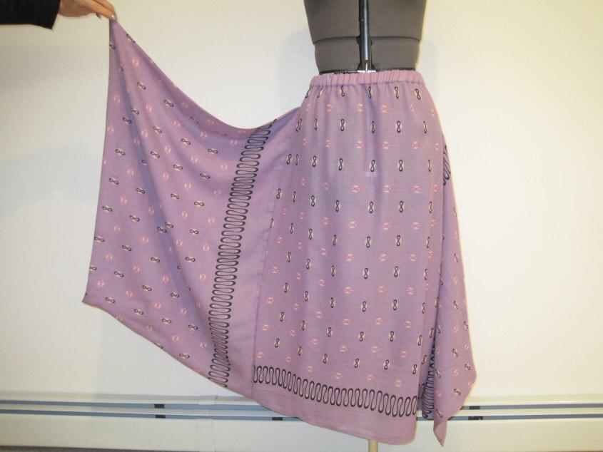 [Vogue+2933+Skirt+Pink+Wool+Challis+Finished+Dec+27+2009+003.jpg]