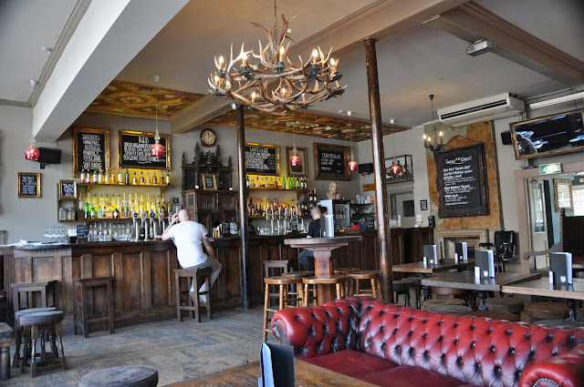 Old+Queens+Head+review+Angel+Islington+pub
