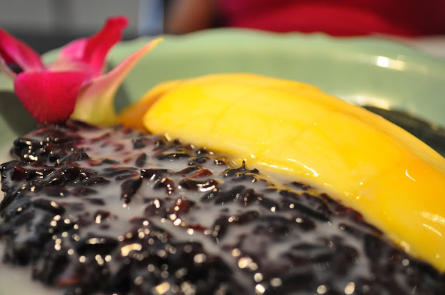 Isarn+black+sticky+rice+with+mango