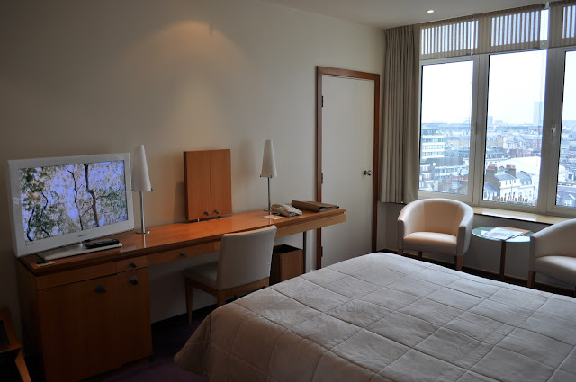 London+Metropolitan+Hotel+review+bedroom