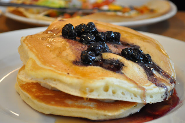 Giraffe+review+Islington+Essex+Road+blueberry+banana+pancakes