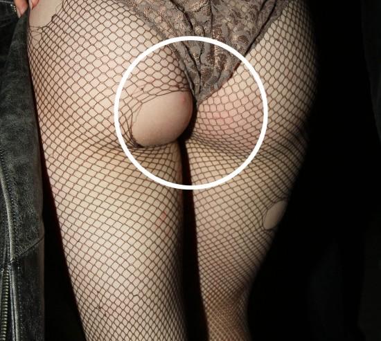 http://1.bp.blogspot.com/_hrzGMWAANvs/S-figG0PrII/AAAAAAAADjA/CyBAyOKAeNw/s1600/Lady+Gaga+bouton+sur+les+fesses.jpg
