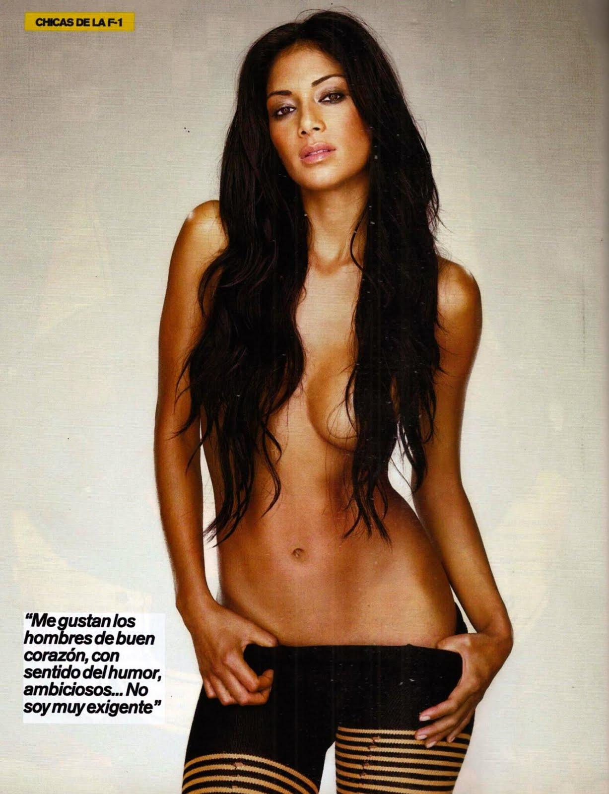 Nicole Scherzinger topless seins nus dans FHM
