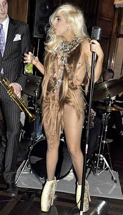 Lady Gaga robe cheveux