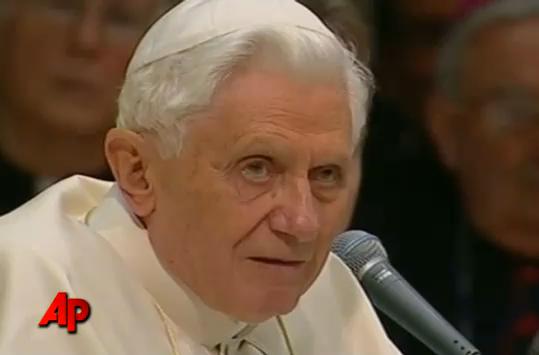 Le Pape Benoït XVI et ses acrobates