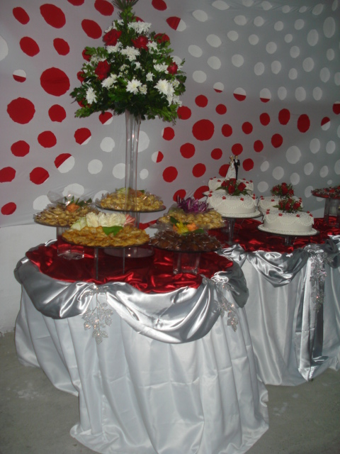 Lírios Eventos Ornamentação para Casamento Branco e Vermelho