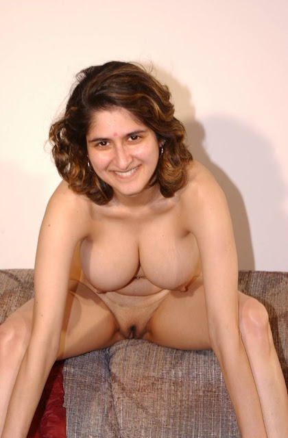Hot Punjabi Sexy Nude Aunty Bhavana Take Off her Cloths indianudesi.com