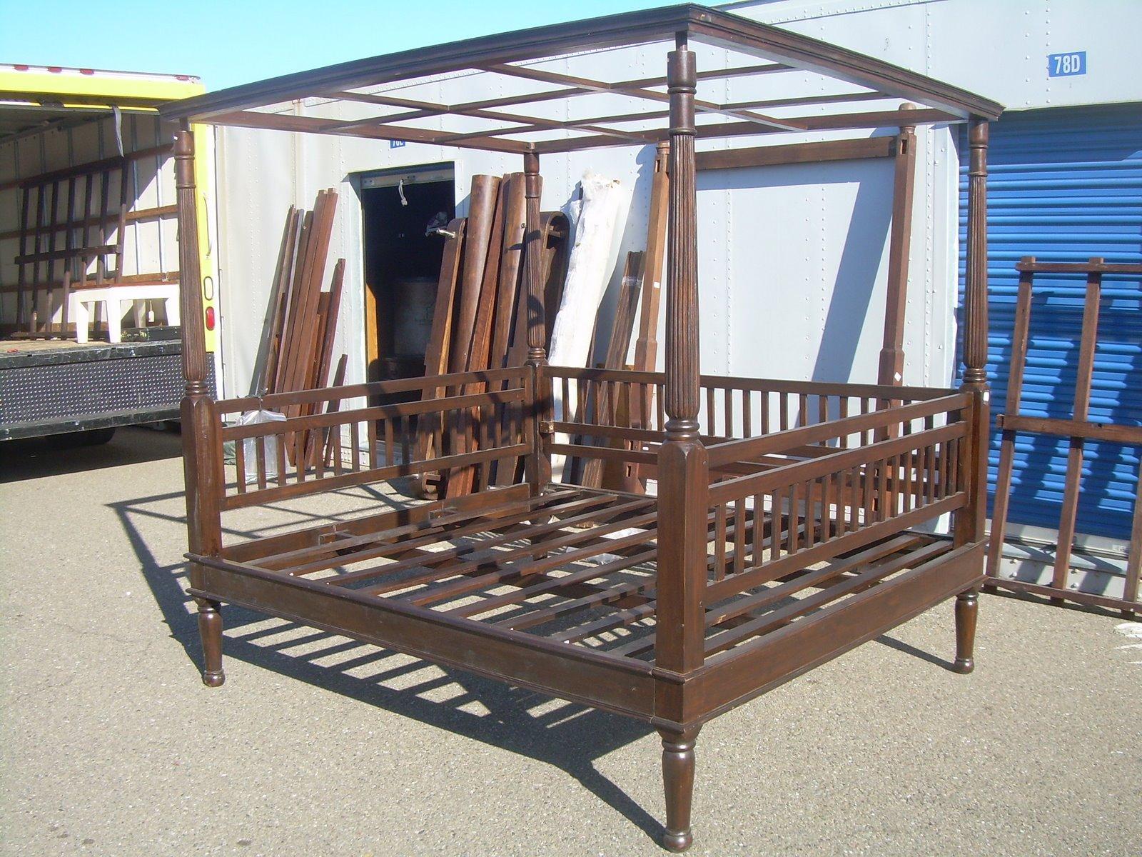 Uhuru Furniture Amp Collectibles Sold Mahogany Poster Bed