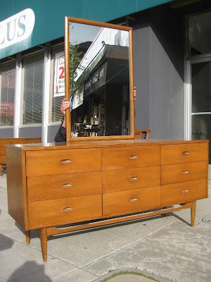 Uhuru furniture collectibles sold danish modern teak bedroom set for Danish teak bedroom furniture