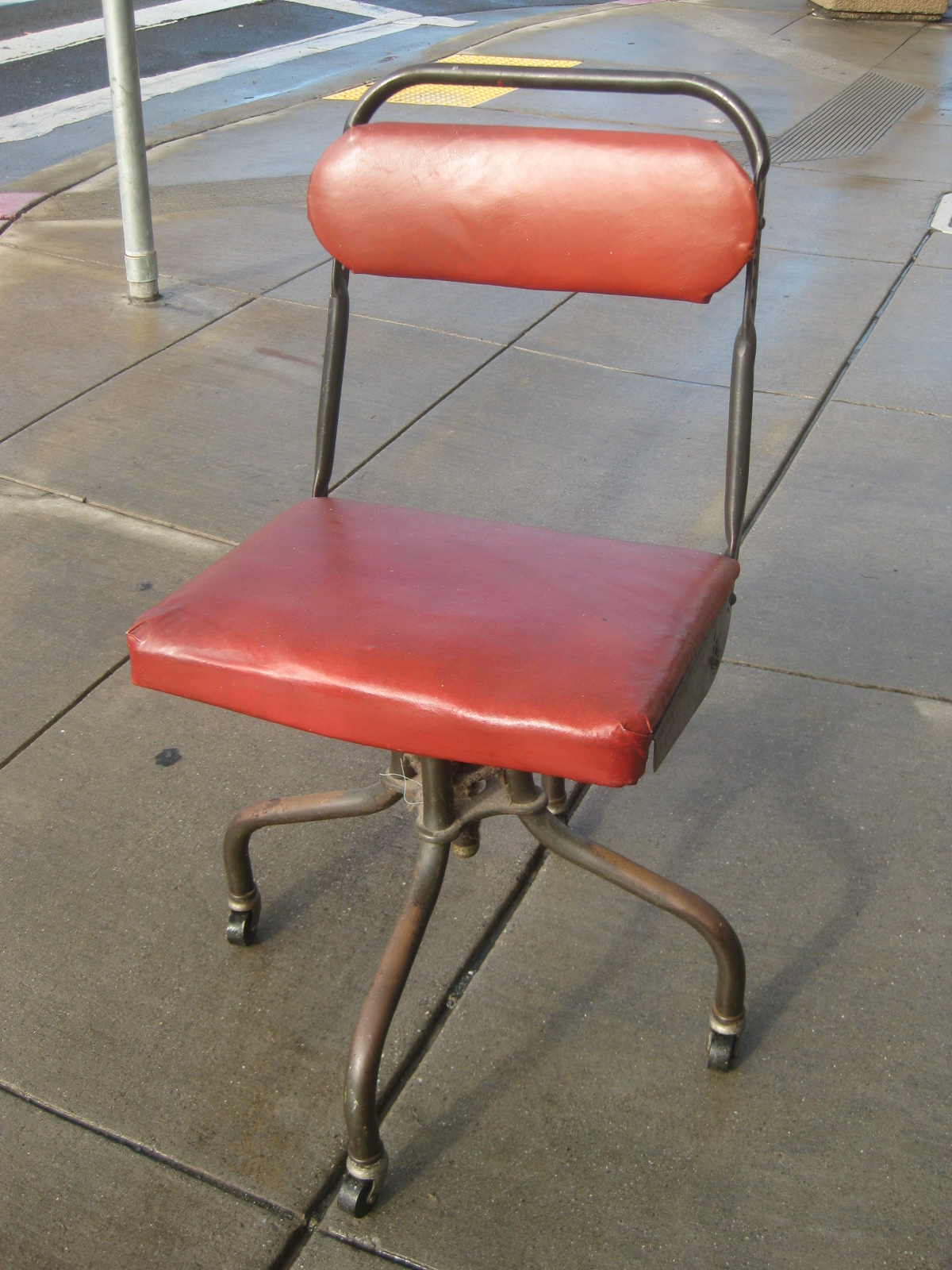 UHURU FURNITURE & COLLECTIBLES: SOLD - Retro Office Chair - $50