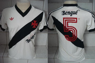 Foto da camisa do Vasco. Adidas 1983 Bengue