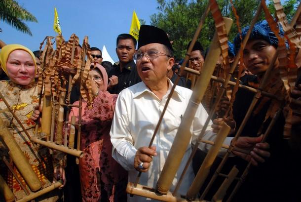 Penjahat Pilkada Indonesia, GOLKAR, Ratu Atut Chosiyah, dan Jusuf Kalla
