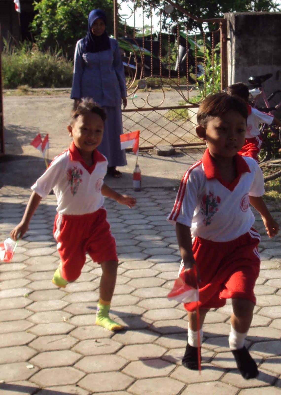 Lomba yang diselenggarakan selama dua hari itu menampilkan lomba lari memindahkan bendera dan lomba mewarnai gambar