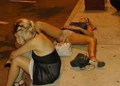 hot girl drunk in road naked