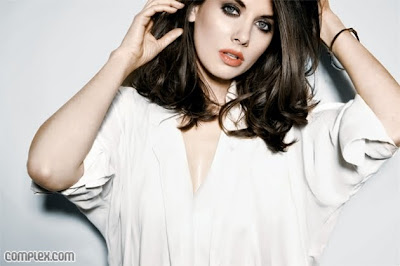 beautifull Alison Brie photo