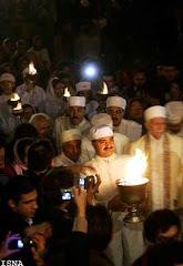 جشن سده - مراسم روشن كردن آتش بزرگ توسط 7 موبد سفيد پوش