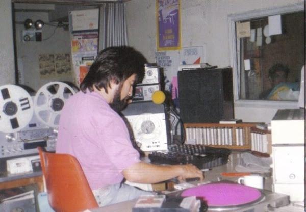 1989 ,  En los controles ,. de la radio umbral