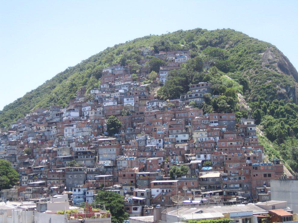 http://1.bp.blogspot.com/_i7cZcYz-gfI/TG-7n_TEuVI/AAAAAAAAMug/SInSmwg644g/s1600/rio+Favela.jpg