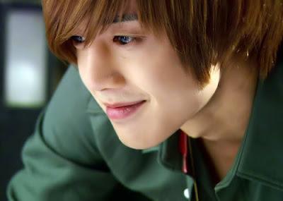 للممثل الممثل والمغني هيون جونغ KimHyunJoong23.jpg
