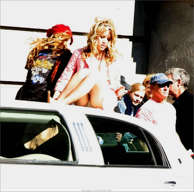 zz olsen twins celebrity females sneaky up the skirt panties extravaganza photo angelina jolie 465 February 07, 2012
