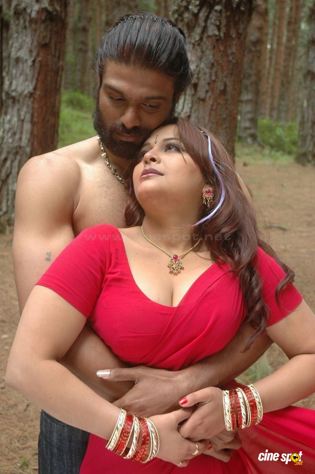 South Indian Sex Bomb Actress Showing Sexy Big Boombs