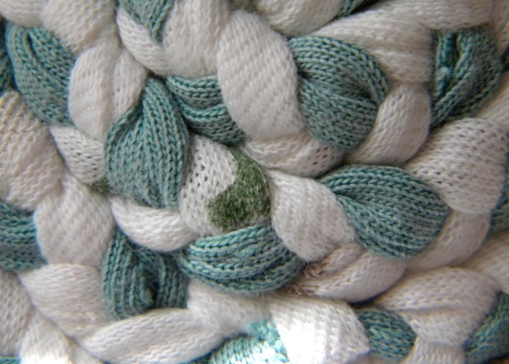 homeworka creative blogUpcyclingt-shirt yarn braided coasters
