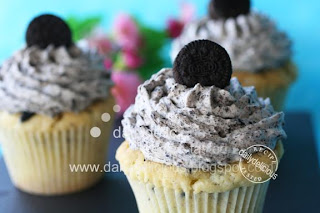 dailydelicious thai: Oreo cupcake: Black and White, it's my delight!