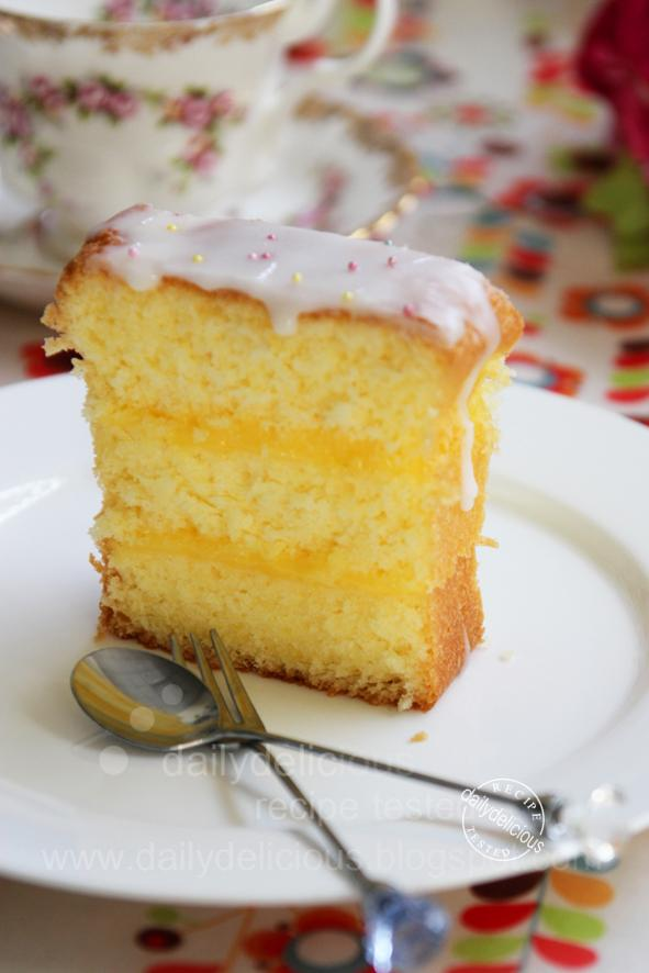 dailydelicious: Lemon cream sandwich cake: Tangy cream + sweet cake ...
