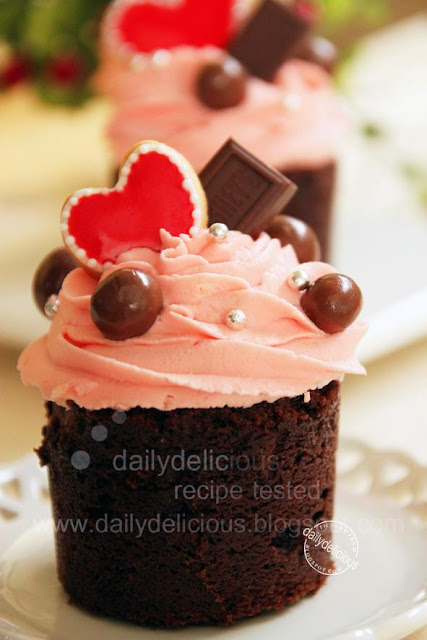 ห้องนอนของส้มน้อย ~Mikanchan~ Valentine+chocolate+and+strawberry+cupcake+1
