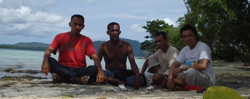 With Brothers On The Beach - Hulaliu