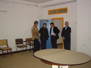 Uno de los amplios salones sin uso de este edificio