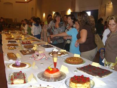 Imagen de la mesa con los postres participantes