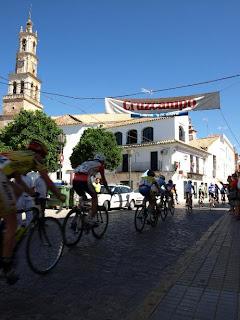 Imagen del paso por Constantina de la Vuelta Ciclista a la Provincia Sevilla 2009