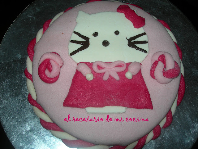 Tarta de Hello Kitty de fondant