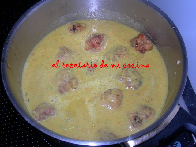 albondigas de pavo en salsa de pimientos