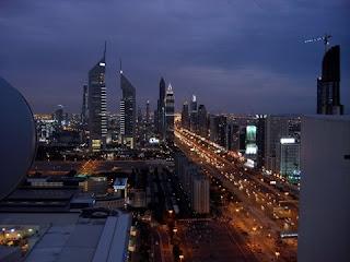 dubai es una ciudad de los siete emiratos que integran desde los emiratos rabes unidos su poblacin asciende a habitantes