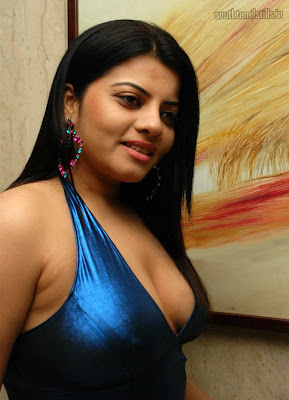 HOT ACTRESS SHRADHA SHARMA PICURES