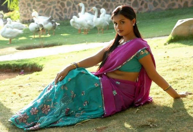Tamil Actress Spicy Scenes: sujatha acress in half saree
