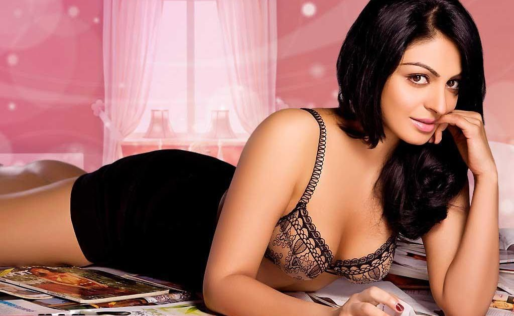 BOLLYWOOD CLEAVAGE: Neeru Singh Bajwa wearing just a BRA exposing ...