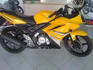 Yamaha YZF R15 in yellow
