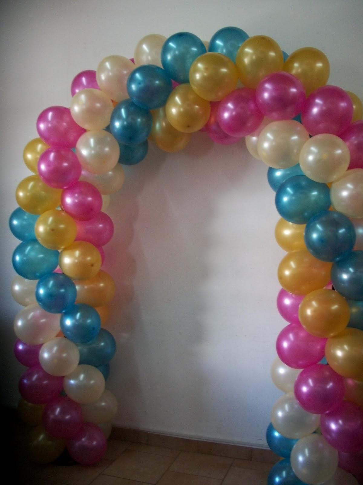 Decoracion con globos para bautizo angeles y arco globos - Decoracion de globos ...