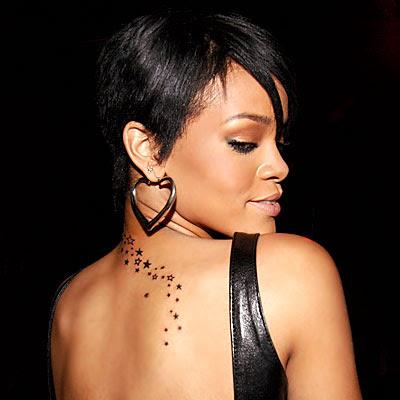 Rihanna: As estrelas em suas costas representam uma de suas 8 tattoos