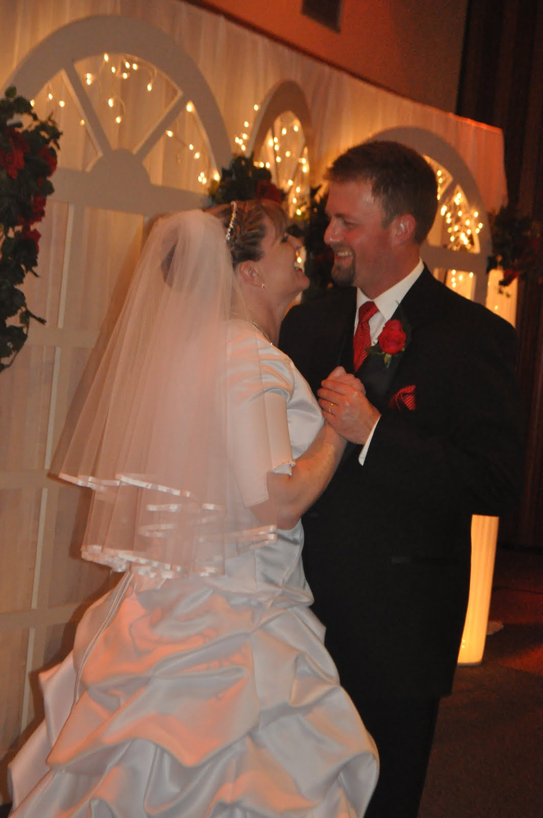 http://1.bp.blogspot.com/_iN8nY_Avlk0/TBampZNbwkI/AAAAAAAAAP4/HR8gkXHGuvI/s1600/wedding+170.jpg