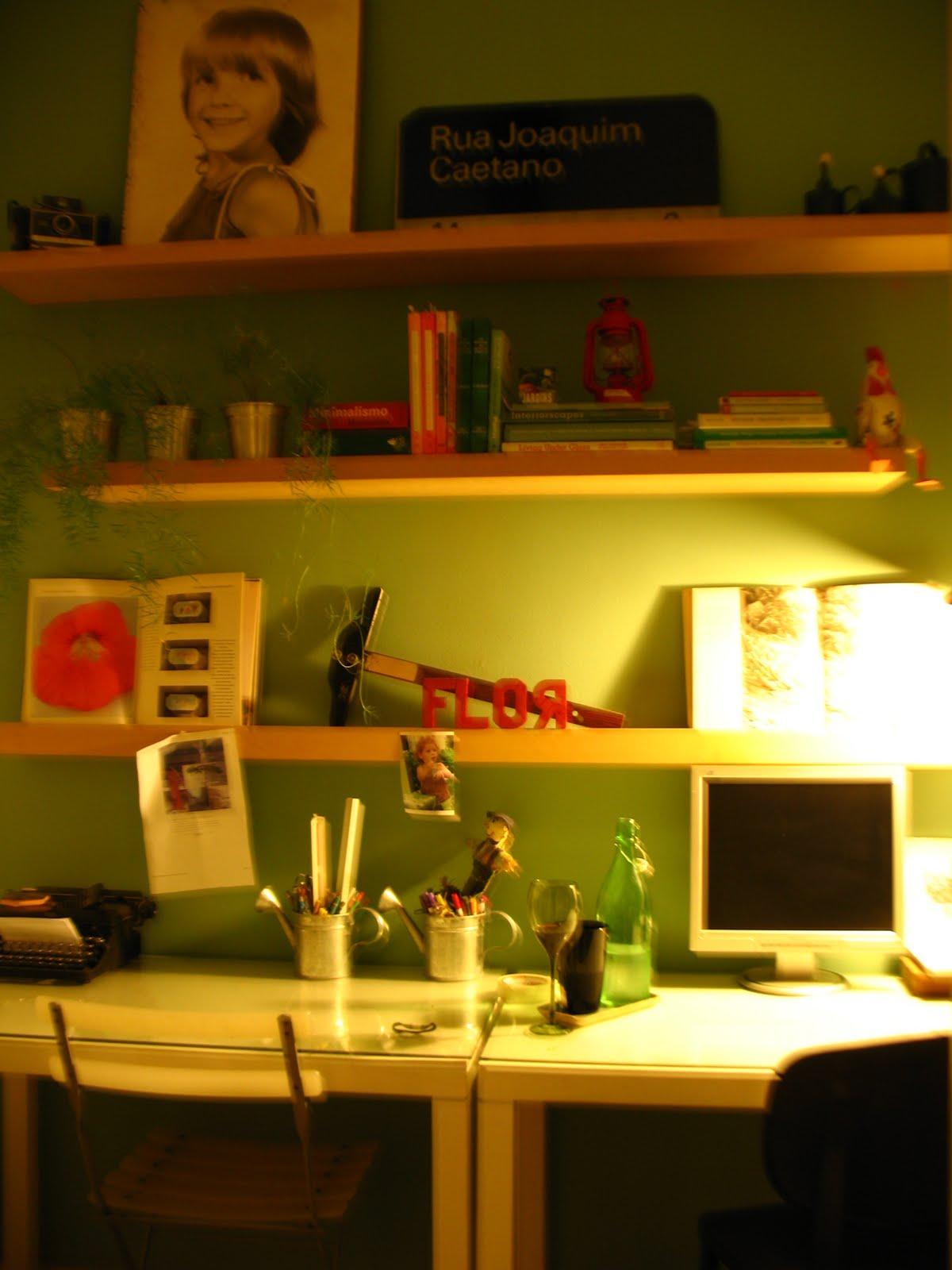 as mesas de trabalho em casa são charmosas assim imagina a mesa de  #4B5F00 1200x1600
