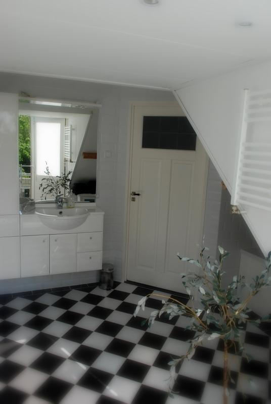 Claudi 2 0 een kijkje in ons huis de badkamer - Wasgoed in de badkamer ...