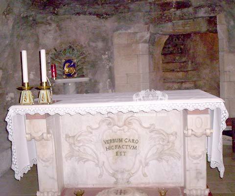 [Alter+in+church+of+annunciation+in+Nazareth.jpg]