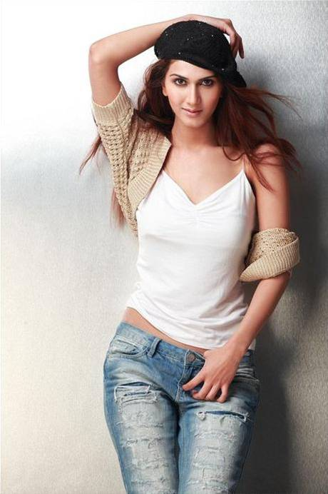 , Sexy Model Vaani Kapoor Hot Photoshoot Pics