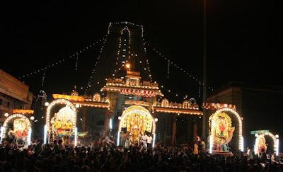 Gods in front of mandabam
